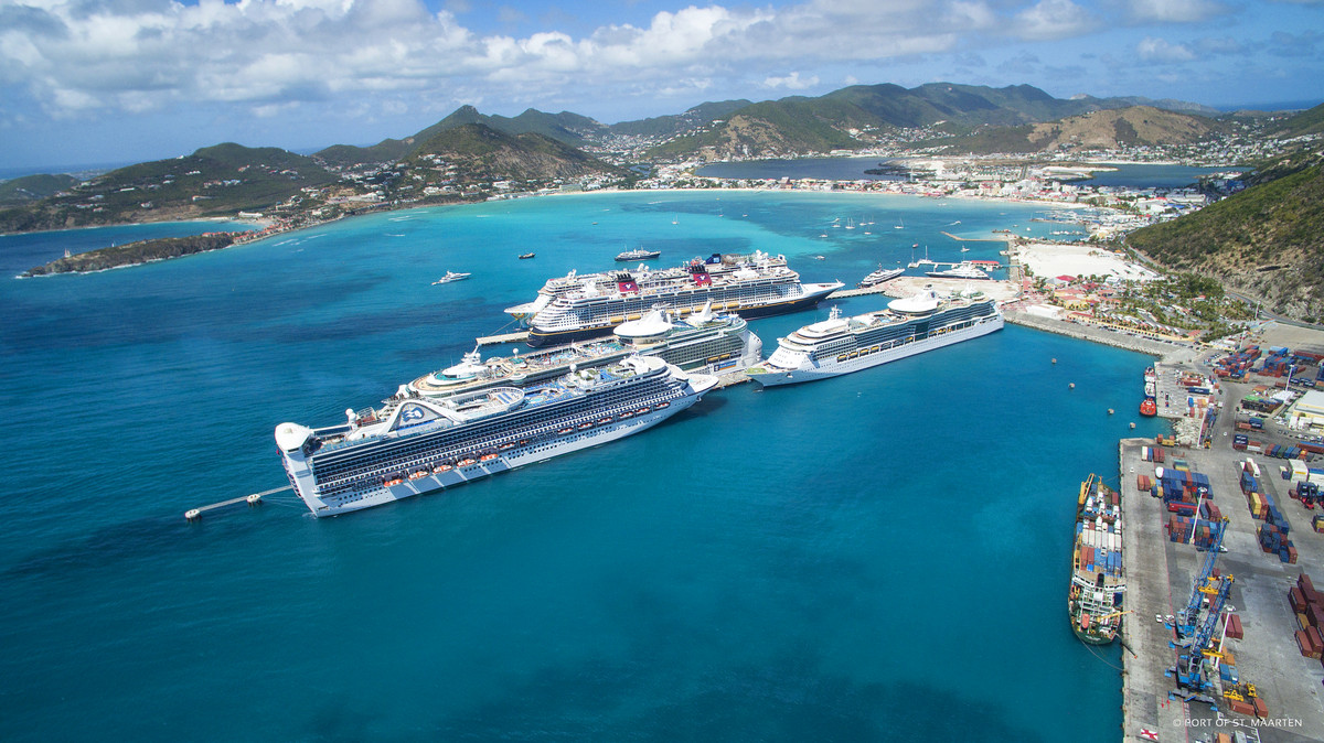 Cruise ship crashes into the Caribbean port of Roatan in